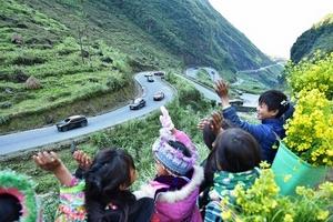 Hành trình Caravan kỷ lục khám phá vẻ đẹp vùng đất địa đầu tổ quốc