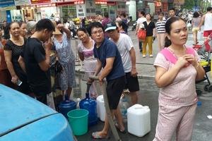 Hà Nội cấp nước sạch miễn phí cho dân cư bị nước có mùi khét