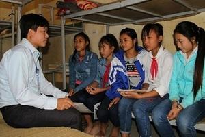 Nữ sinh viên xứ Nghệ chống lại tục 'bắt vợ' để tiếp tục học