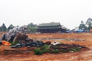 Kỳ lạ biệt phủ siêu khủng, không phép đứng tên lái xe ở tỉnh Phú Thọ