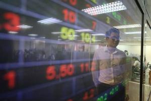Thị trường chứng khoán có cú sụt mạnh nhất 4 tháng, không thể lơ là với thông tin