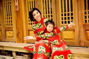 Mai Phương cùng con gái 5 tuổi diện áo dài rực rỡ đón Tết