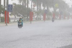 Thời tiết 26/11: Mưa lớn diện rộng ở khu vực Trung Bộ và miền Đông Nam Bộ