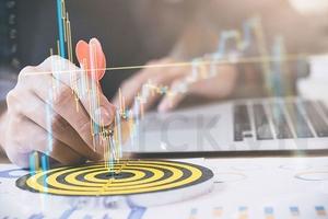 Nhận định thị trường phiên 13/2: Mở vị thế ở các mã có kết quả kinh doanh tốt