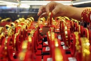 Giá vàng hôm nay (1/10) giảm tại một số cửa hàng được khảo sát