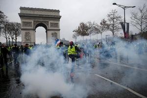 Khải Hoàn Môn ở Paris tan hoang trong biển lửa: Vì đâu nên nỗi?