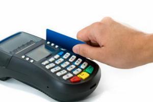 NHNN yêu cầu ngăn chặn hành vi rút tiền mặt trái qui định từ thẻ tín dụng