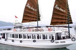 Đình chỉ tàu du lịch có thuyền viên đặt camera quay lén du khách tắm