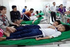 Bình Dương: Hàng chục học sinh nhập viện cấp cứu sau bữa liên hoan