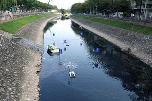 Thí điểm công nghệ Nhật Bản, sông Tô Lịch đen ngòm sẽ hóa trong xanh?