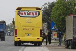 """Xe khách Văn Minh lập """"bến lậu"""" ở Hà Tĩnh: Xử phạt nhiều trường hợp nhưng vi phạm vẫn ngang nhiên!"""