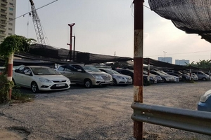 Tràn lan bãi giữ xe lậu  '5 không' ở Hà Nội: Bất lực hay buông lỏng?