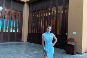 Tiểu Vy nhẹ nhàng trong chiếc váy xanh và được Chủ tịch Miss World… 'để ý'