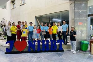CLB Thiện nguyện Trường PTTH CB Lê Quý Đôn thăm và tặng quà cho các bệnh nhi