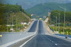 Miễn phí cho các xe lưu thông trên cao tốc Hạ Long