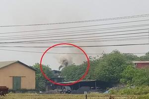 """Hà Nội: Nhà xưởng không phép xả khói đen """"bức tử"""" người dân"""