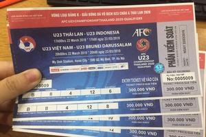 Xếp hàng nhận vé vòng loại U23 trong mưa rét, quyết không bán lại dù được trả gấp 5 lần