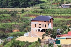 Lâm Đồng: Hàng loạt biệt thự ngang nhiên xây dựng trên đất rừng phòng hộ tại Thành phố Đà Lạt