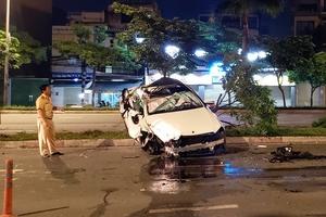Xe Mercedes lật nhiều vòng trên đường, tài xế may mắn thoát chết
