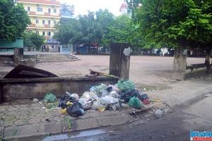 Hà Nội: Công viên công cộng biến thành nơi chất rác thải