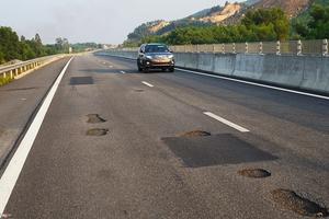 Cao tốc 34.000 tỷ đồng vừa thông xe đã hỏng: Nguyên nhân và trách nhiệm thuộc về ai?