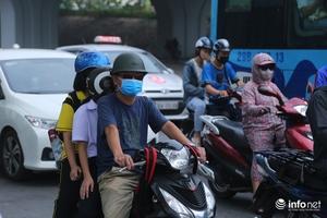 Người dân Hà Nội đổ xô đi mua khẩu trang, máy lọc không khí