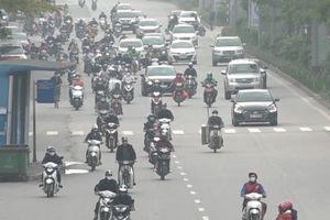 Video: Dân Hà Nội lại đổ ra đường dù vẫn trong những ngày cách ly xã hội