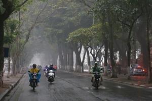 Thời tiết 14/11: Hà Nội đêm và sáng sớm có mưa rải rác, nhiệt độ thấp nhất từ 22 - 25oC
