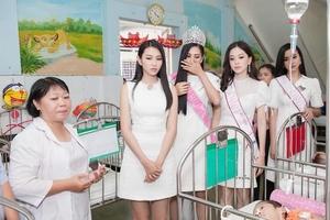 Trần Tiểu Vy và các á hậu mang Trung thu tới trẻ em bị tàn tật, mồ côi