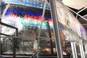 Xe khách tông vào nhà chờ tại bến xe, 6 người thương vong