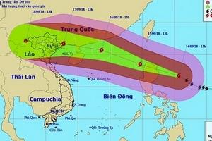 Tin mới nhất về siêu bão Mangkhut: Chỉ còn cách đảo Luzon 360km, tiến thẳng về biên giới Việt Trung