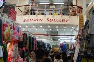 Hàng nghìn đồng hồ, túi xách, quần áo Rolex, Hermes, Chanel 'dỏm' tại Sài Gòn Square bị thu giữ