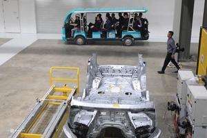 Bên trong nhà máy ôtô phái đoàn Triều Tiên đến thăm ở Hải Phòng