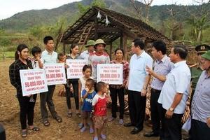 Hà Tĩnh: Phó Thủ tướng Chính phủ tới động viên và tặng quà người dân vùng tâm bão