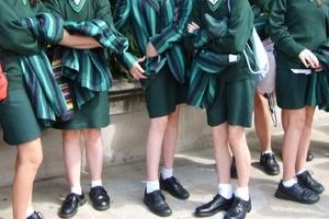 Trường học cho phép nam sinh mặc váy, ủng hộ người đồng tính