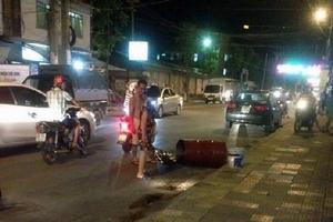Thùng phuy phát nổ như bom, người đàn ông bị dập nát đôi chân
