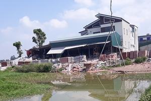 Hà Tĩnh: Xưởng gạch lấn đường, gây ô nhiễm tiếp tục thách thức chính quyền