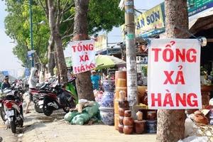 Ki ốt quanh sân bay Tân Sơn Nhất xả hàng, vỉa hè bị lấn chiếm, giao thông ùn tắc