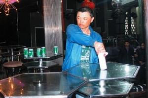 Va chạm ở vũ trường, cầm chai bia đâm nạn nhân tử vong