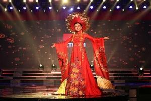 Huyền My dẫn đầu top 15 trang phục dân tộc đẹp nhất tại Miss Grand International