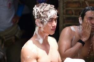 Phim của Lý Hải khoe cảnh tắm chung 'bá đạo' của Kiều Minh Tuấn và Song Luân
