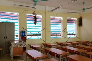 Trường học 'quây bạt tránh rét' vẫn chưa lắp xong cửa