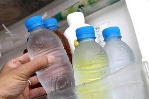 Người Việt quen dùng chai nhựa cũ: Không sợ... ung thư