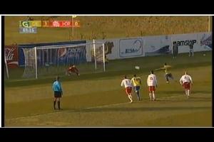 Kiểu sút penalty lạ mắt