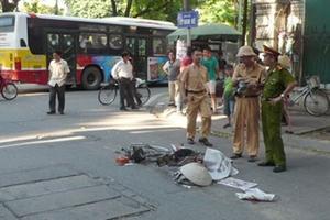 Hà Nội: Xế hộp đâm xe đạp nát bét