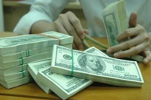 USD tự do cao hơn trần tỷ giá gần 200 đồng