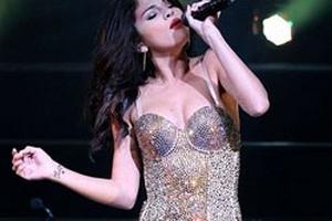 Selena Gomez khoe hình xăm Justin Bieber