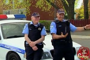 """Chơi xỏ: Cảnh sát cũng """"xỏ xiên"""""""