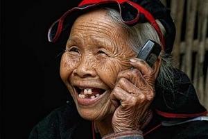 Ảnh vui về độ 'xì tin' của các cụ già Việt Nam