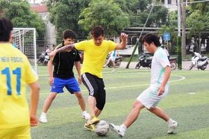Ca sỹ Tuấn Hưng thể hiện tài bóng đá tại Hà Tĩnh